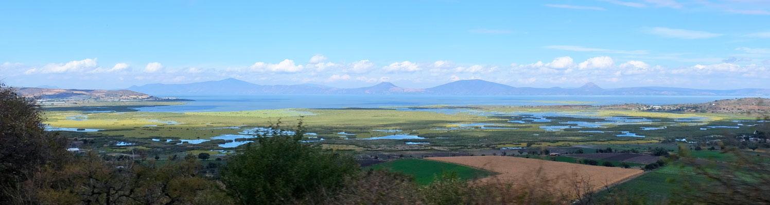 Der Lago de Chapala liegt uns zu Füssen.