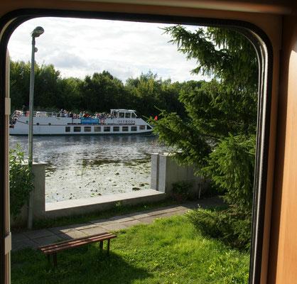 Da sind sie doch auch wieder, die Boote vor unserem Camper in Elblag.