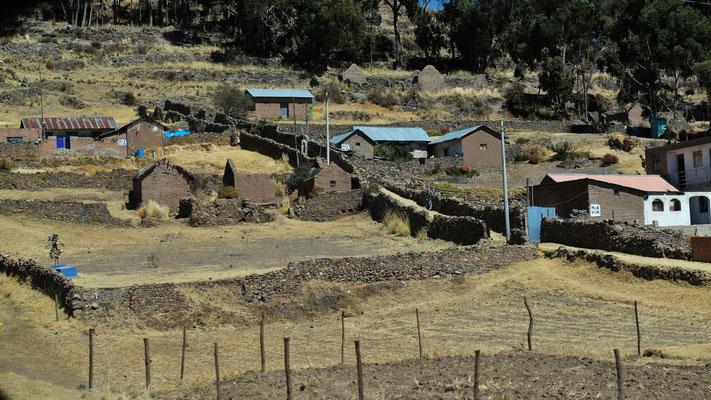 Immer wieder kleine urige Dörfer