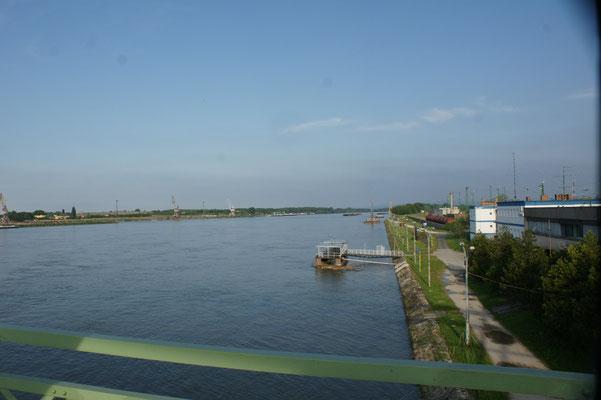 Die Donau wird neuerlich....