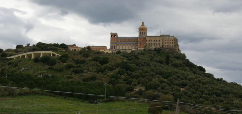 Kloster in den Hügeln