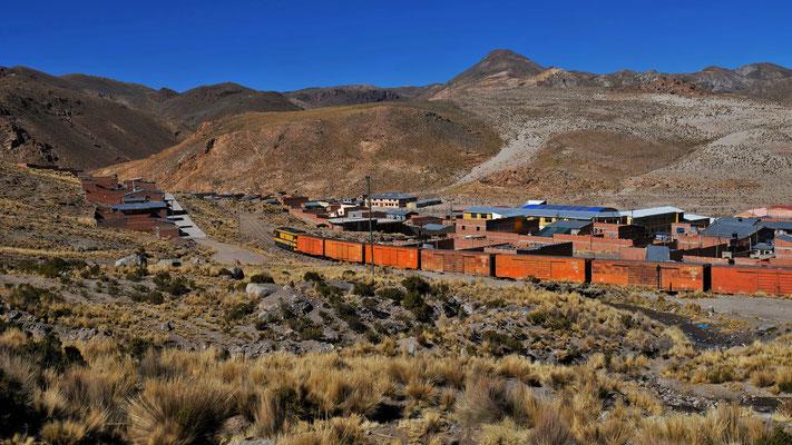 Bahn bei einer grossen Minenstadt
