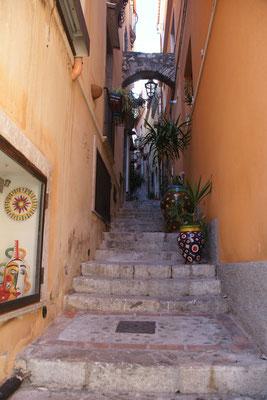 In Taormina schmale steile Stiegen