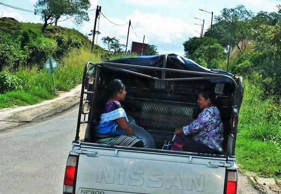 Das sind die Kleinbusse in Chiapas. Praktisch, der Fahrer kann sitzen bleiben.