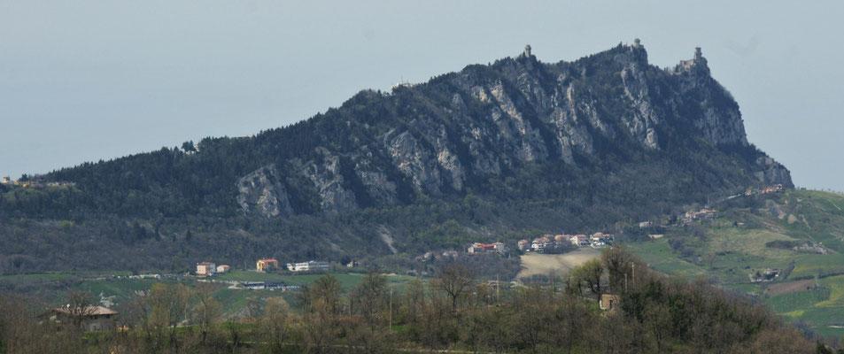 San Marino auf der Hügelkette