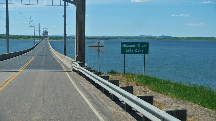Wir überqueren wohl zum letzten Mal den Missouri...