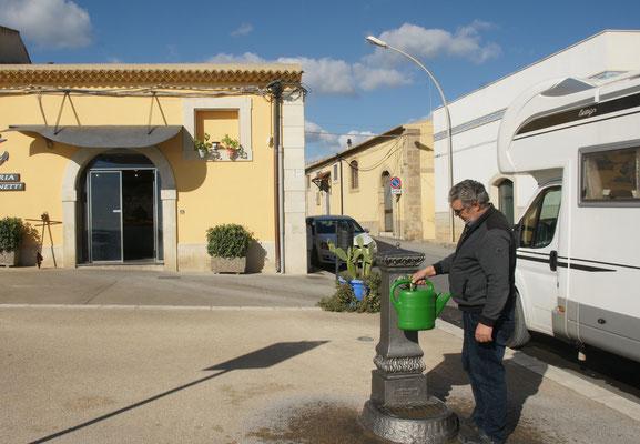 In Avola noch Wasser bunkern.
