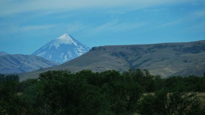 Der Vulkan Lanin majestetisch im Hintergrund