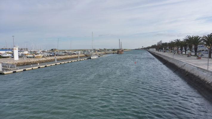 Via Yachthafen geht es zurück