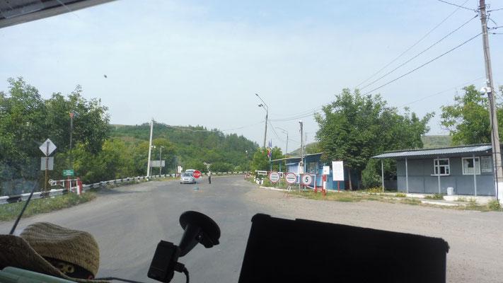 Nachher geht es über die Brücke nach Transnistrien, aber nicht für uns uns