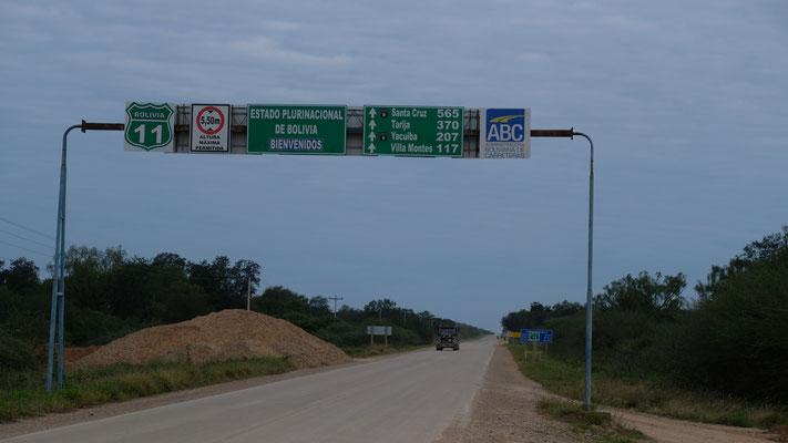 So jetzt geht es los in Bolivien zuerst auf Asphalt.....