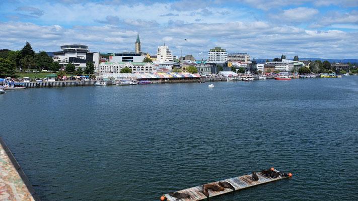 Blick über den Fluss zum Zentrum der Stadt.
