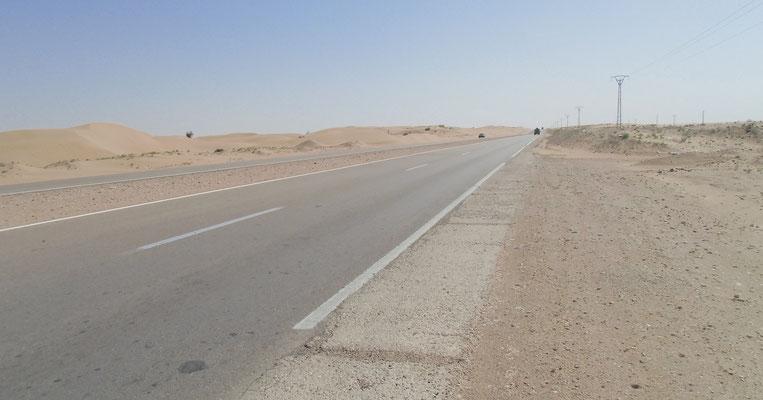 Breite Strasse und viel Verkehr