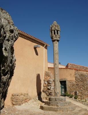 Der Schandpfahl mitten in Castelo Rodrigo