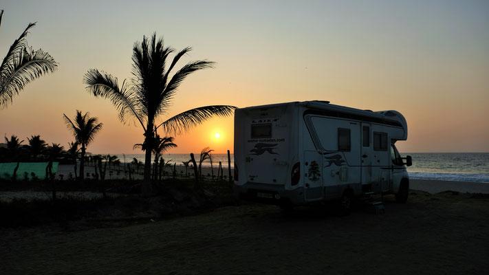 Und es ist doch einfach nur schön. Unser letzter Uebernachtungsplatz an der Küste Perus in Canetas.