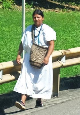 Im nördlichen Teil Kolumbiens sind die Indios zumeist ganz in weiss gekleidet.