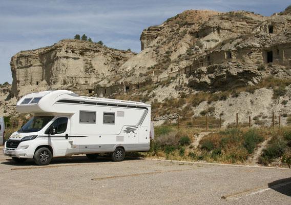 Stellplatz in Argueda direkt vor den nun leeren Höhlenwohnungen