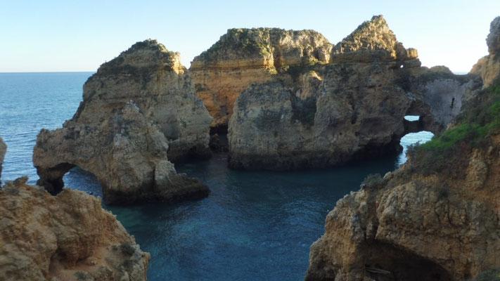 Die Grotten von Porta da Piedada