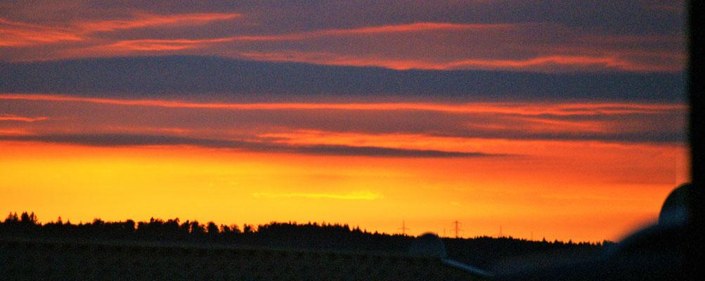 In Orsingen verabschiedet sich der Tag mit einem tollen Sonnenuntergang