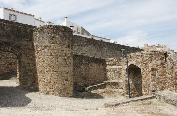 Auch in Marvao doppelt und dicke Mauern