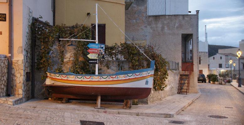 Wegweiser in Castelmmare die Golfo