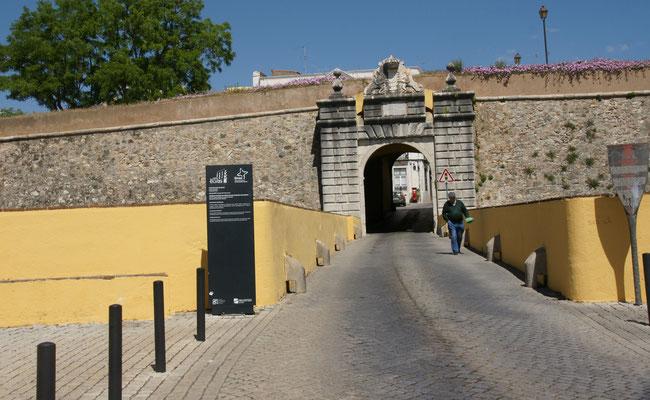 Das Tor in Elvas habe ich zum Glück fotografiert. Sonst würden wir wohl in einer Woche noch darin rumirren.
