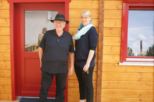 Herr Nettelnstroth mit seiner Assistentin Frau Schlegel