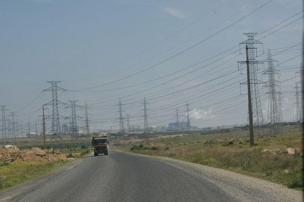 Viel Industrie. Anscheinend ist ein Schweizerisch-Amerikanisches Konsortium der grösste Stromproduzent Marokkos