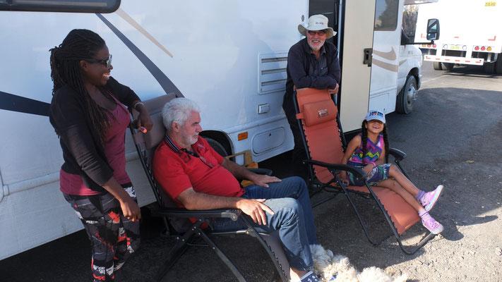 Auch Natascha und Gerd mit ihren drei Kids stehen in der Blockade