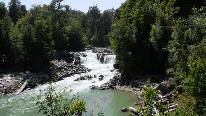 """Auf dem Weg zum Chilenischen Grenzübergang entdecken wir den """" Rheinfall"""""""