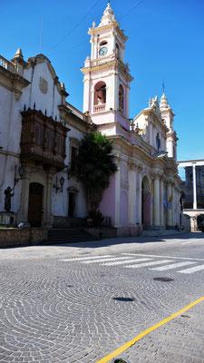 Eine der Kirchen am Hauptplatz von Salta