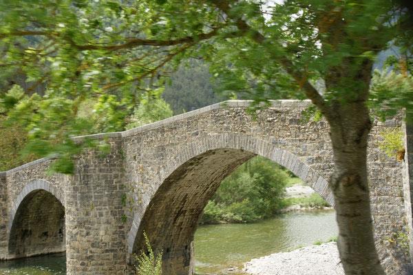 ....über kleine Brücken