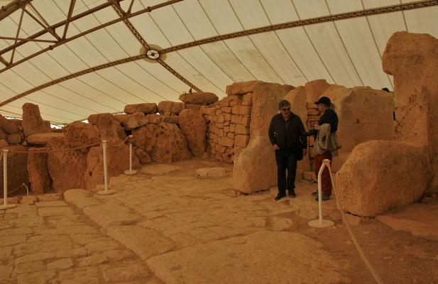 Zwei der Anlagen sind mit Zelten überdacht