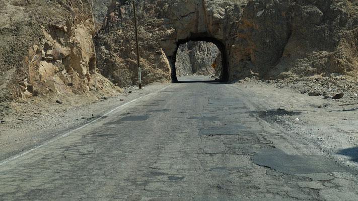 Ein kleines Stück alte Panamericana mit zwei Tunnels.....