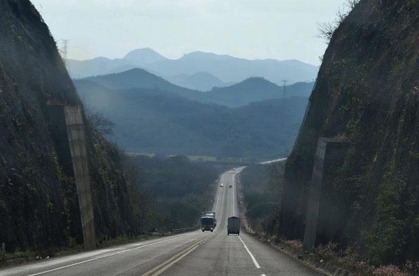 Weiter durch die Berge