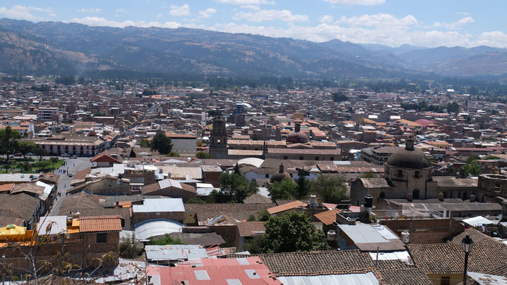 .... weit über die Stadt Cajamarca