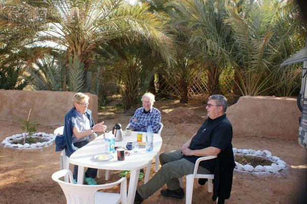 Camping Hakkou.Sylvia und Reiner empfangen uns mit Kaffee und Kuchen