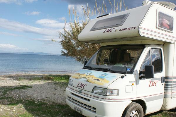 Unser Stellplatz am Strand von Skoutari. Alles nur für uns