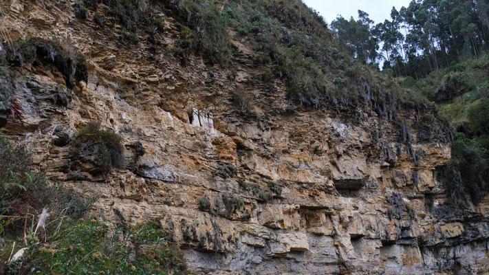 ... und dann sehen wir sie die Sarkophage von Karajia