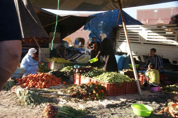 Markttag in Tata