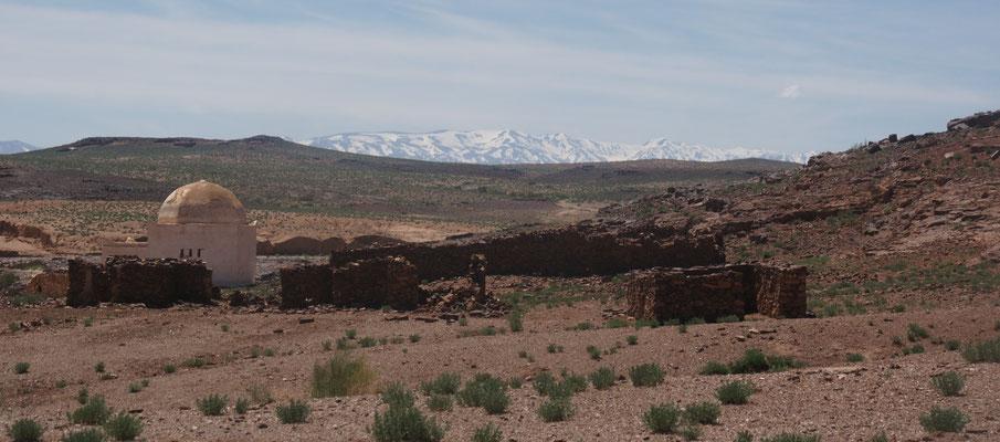 Marabut  mit Blick auf den hohen Atlas