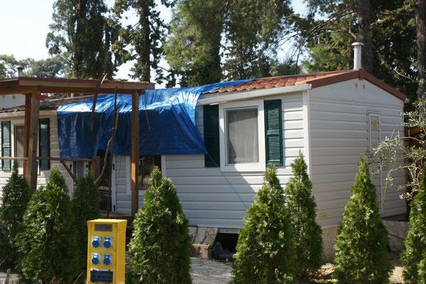 Der Sturm, der vor Tagen wütete hat sogar Mobilheime beschädigt.
