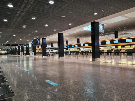 ....in einem leeren Flughafen Kloten