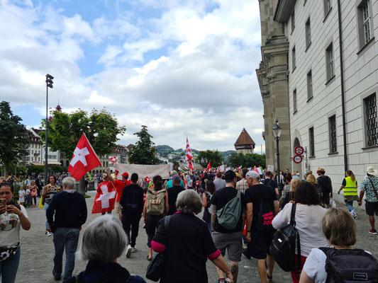 friedlichen Demo gegen die Massnahmen