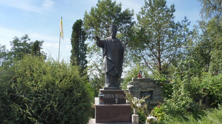 Papst Johannes Paul der zweite grüsst.
