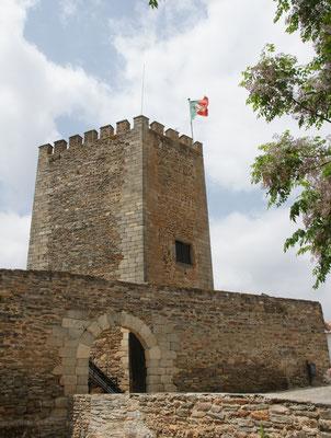 Die beflaggte Festung Monsaraz