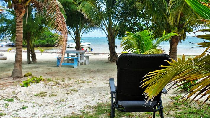 Wir stellen uns auf einen kleinen Camping in Majahual