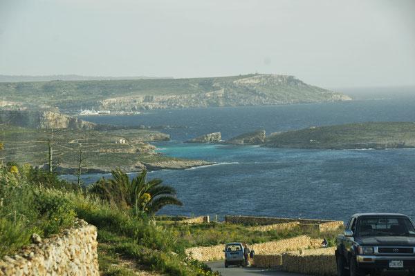 Blick auf die blaue Lagune bei Comino