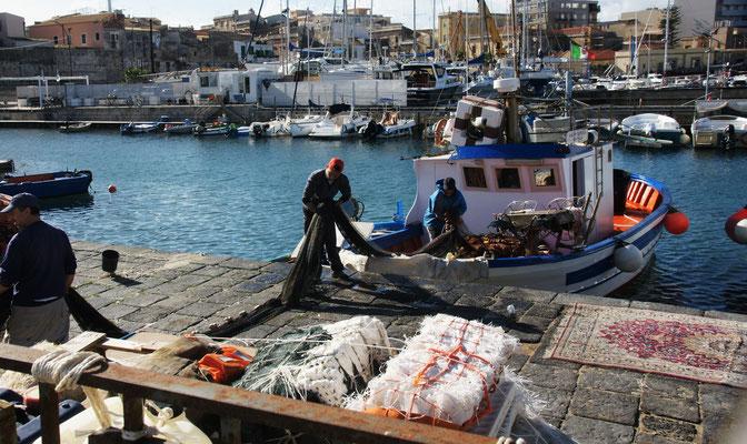 Gleich ennet dem Hag die Fischer