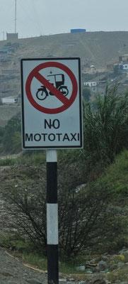 die Mototaxis interessiert das Schild auch nicht gross